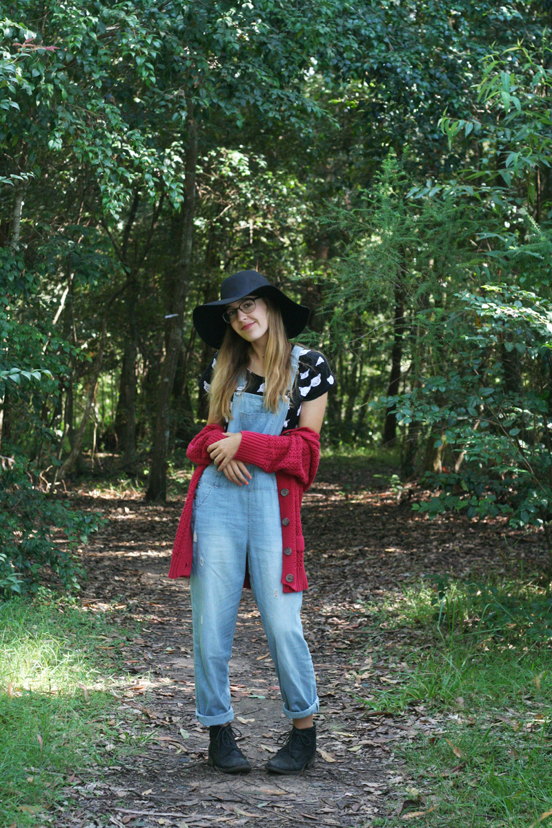 Emily jane target australia blogger ambassador overalls denim pinafore black boots red knit wool cardigan cat kitten crop black fedora hat