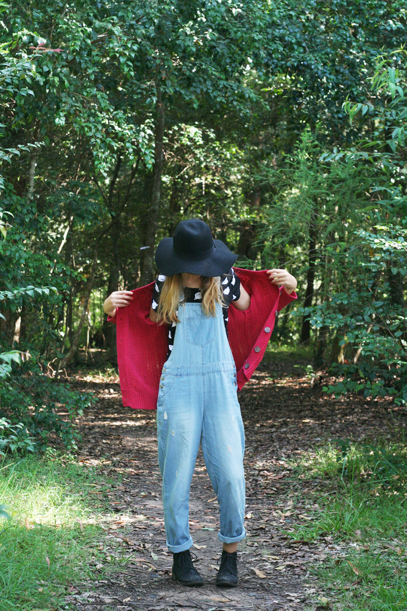 Emily jane target australia blogger ambassador overalls denim pinafore black boots red knit wool cardigan cat kitten crop black fedora hat5